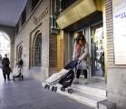 acesibilidad-carrito-mama-madre-stepienybarno-correos-