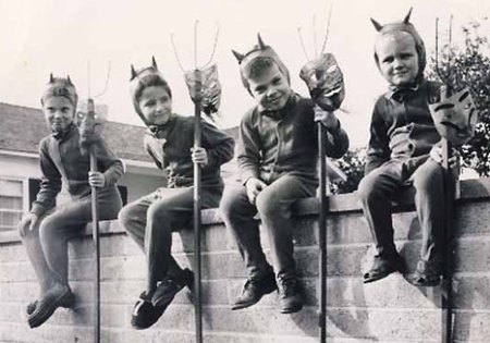 devils-on-a-fence
